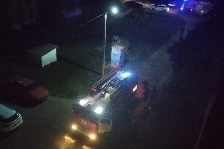 Вночі у Володимирі горів багатоповерховий будинок: евакуйовували людей