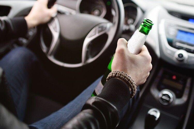 У водіїв-алконавтів конфісковуватимуть автівки й забиратимуть водійські права на 10 років