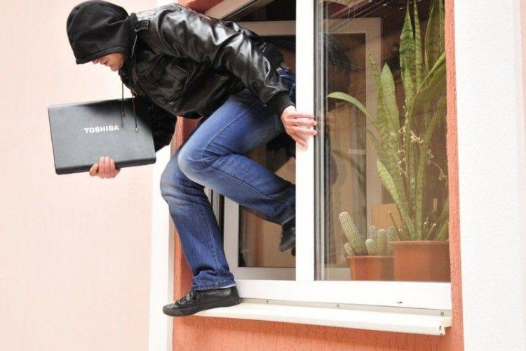 У Нововолинську злапали серійного квартирного злодія