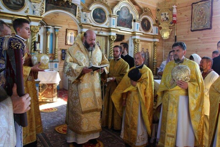 На Волині громада перейшла до української церкви, а потім відновила старовинний храм (Фото)