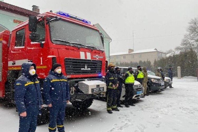 Волинські рятувальники визволили із заметів 4 автомобілі (Відео)
