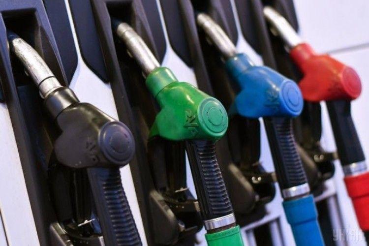 Великі мережі підвищили ціни на бензин і дизпаливо на 50 копійок за літр