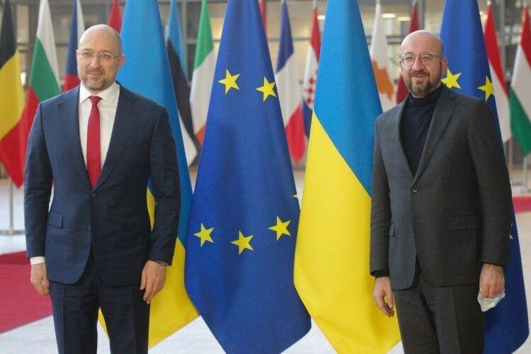 Шок для ЄС: український прем'єр під час візиту до Брюселя знайшов брата-близнюка (Фото)