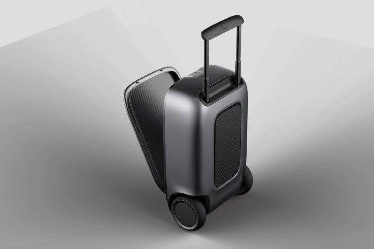 Китайська компанія представила валізу, яка може самостійно рухатися за власником