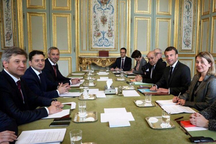 У Парижі триває зустріч Володимира Зеленського та Еммануеля Макрона