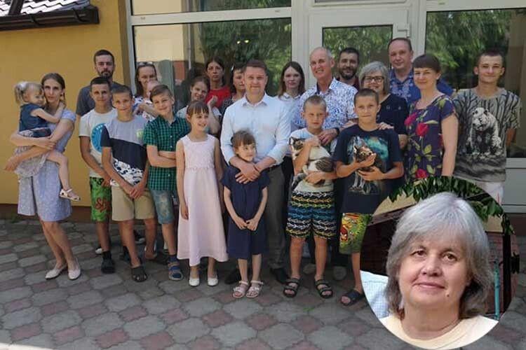 Померла мама, яка виховала 20синів і доньок