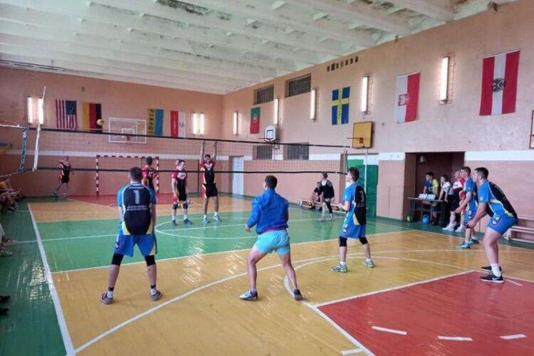 У Рожищі відбувся волейбольний турнір пам'яті тренера (Фото)