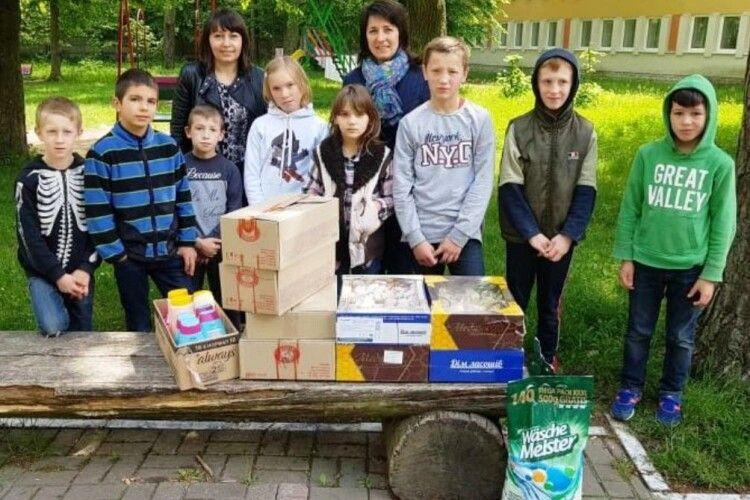 У Рівненському районі дітям, яким зараз тяжко, намагалися подарувати свято