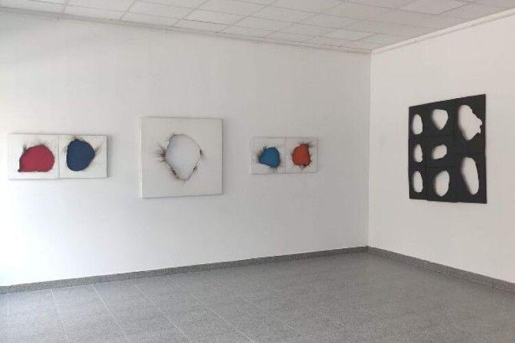 У Луцьку відкрили виставку без глядачів