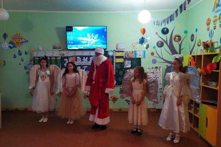 У школу на Маневиччині завітав Святий Миколай