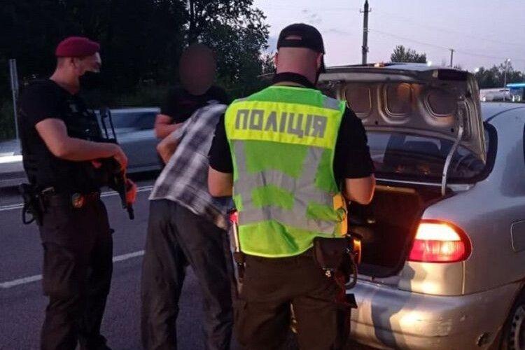 Через захоплення заручників у Луцьку поліція встановила пости на в'їздах до 9 міст