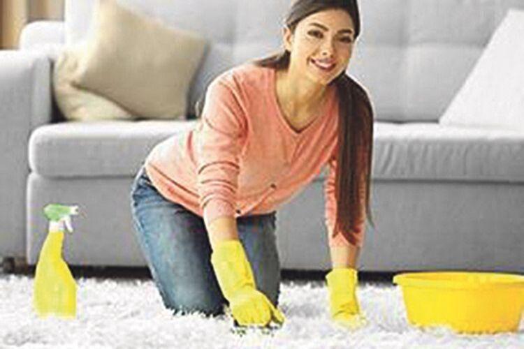 Корисні поради: як позбутися плями на улюбленому килимі