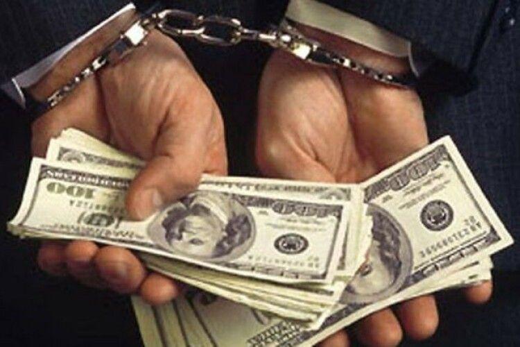 На Волині крадій деревини хотів відкупитись від поліцейських доларами