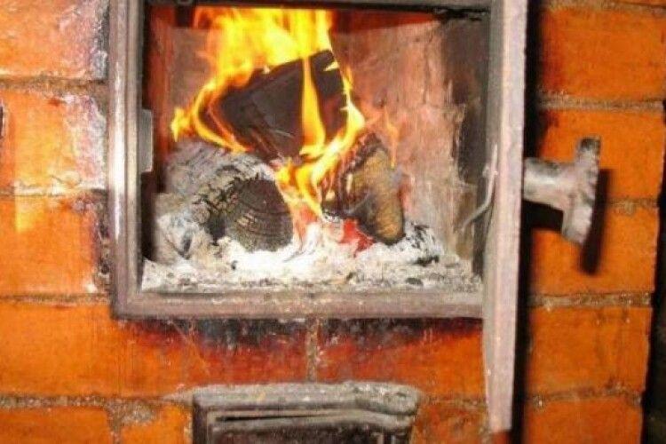 На Волині через несправне пічне опалення ледь не згоріли три хати