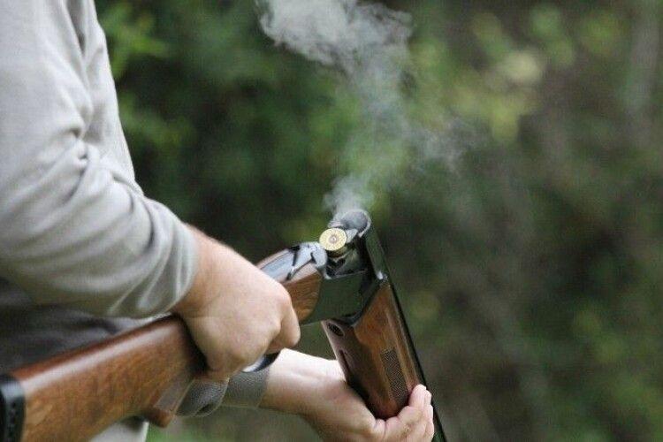 Бізнесмен з рушницею обстріляв робочого через зарплату (Фото)