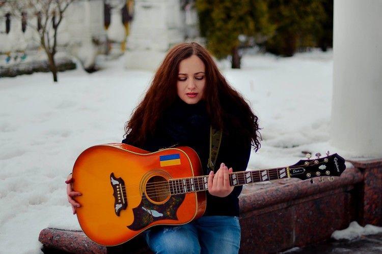 «Тут все просто, все спокійно і сьогодні без втрат» – новорічно-бліндажна пісня від Христини Панасюк (ВІДЕО)