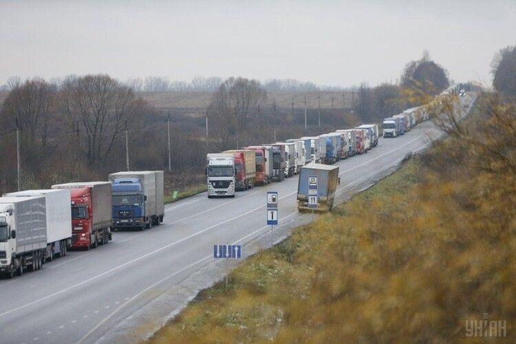 Зеленський підписав закон щодо впровадження драконячих штрафів для водіїв вантажівок, які порушують габаритно-вагові норми