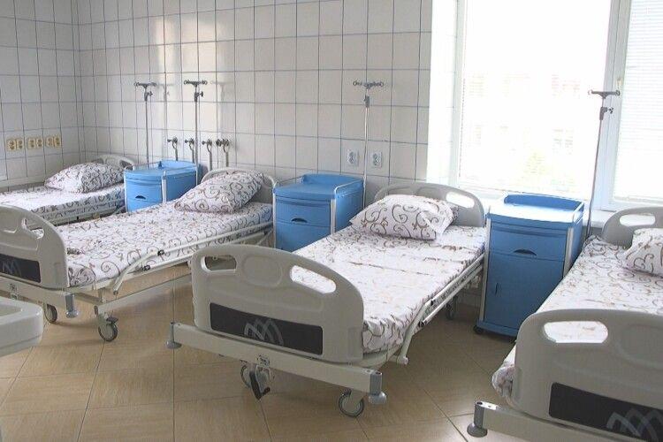 МОЗ не хоче давати дозвіл на лікування коронавірусних в Луцькому пологовому