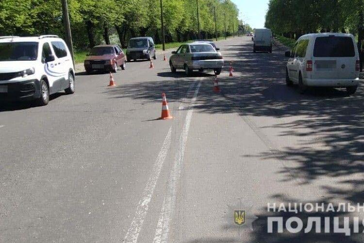 Переходила дорогу у невстановленому місці: під колеса авто потрапила рівнянка