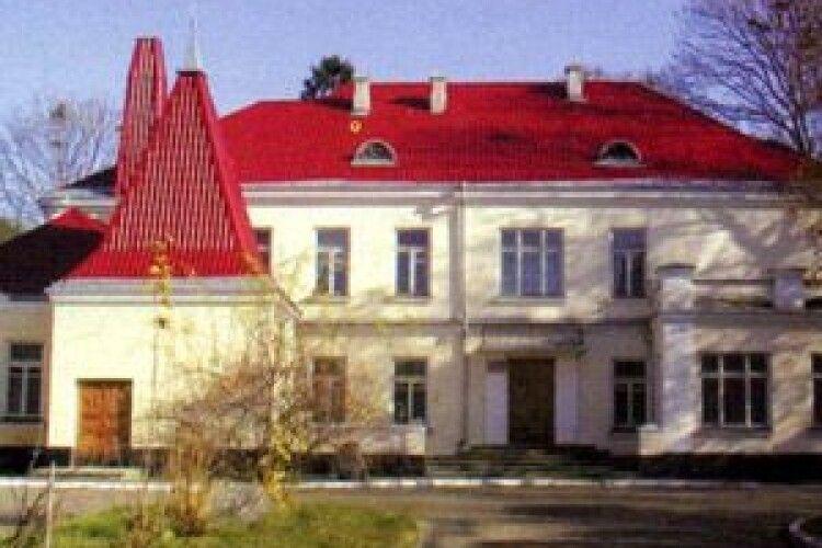 Виставку пам'яті письменника Євгена Колодійчука відкрили у місті над Лугою