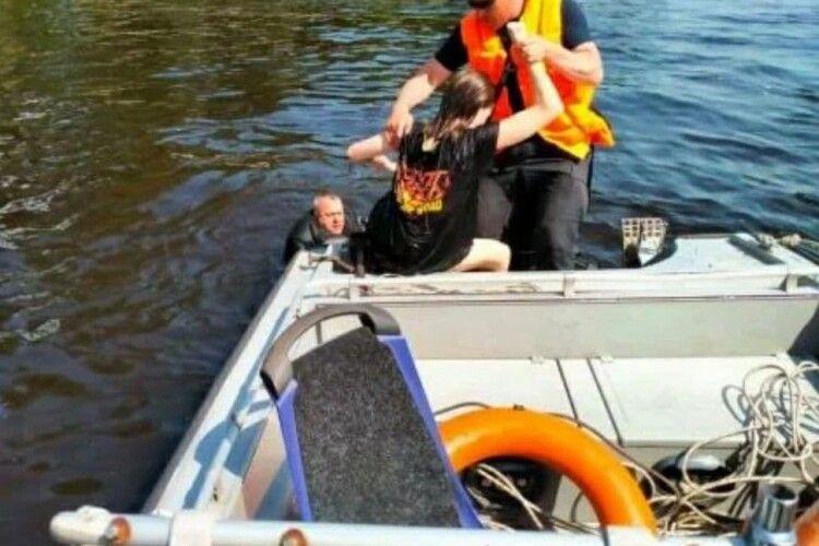 «Так доля вирішила»: водолази шукали потопельника, але випадково врятували дівчинку