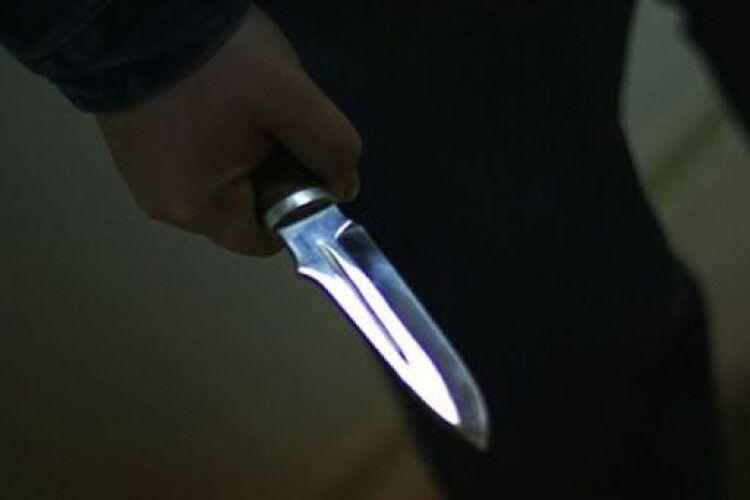 У квартиру лучанки вдерся невідомий в масці й з ножем