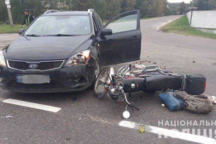 На Волині легковик збив мотоцикла (Фото)