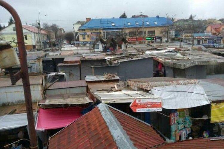Луцька влада пропонує підприємцям ринку «Центральний» послуги муніципалів для переселення на нове місце
