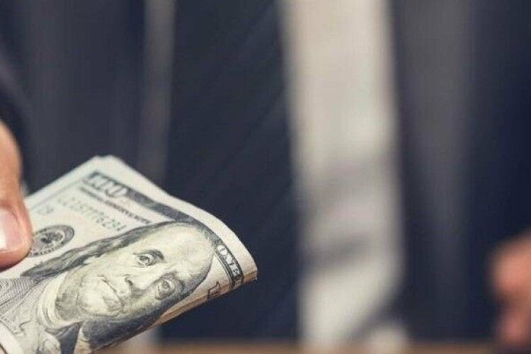 Рівнянин хотів на дурняк 6 з половиною тисяч доларів
