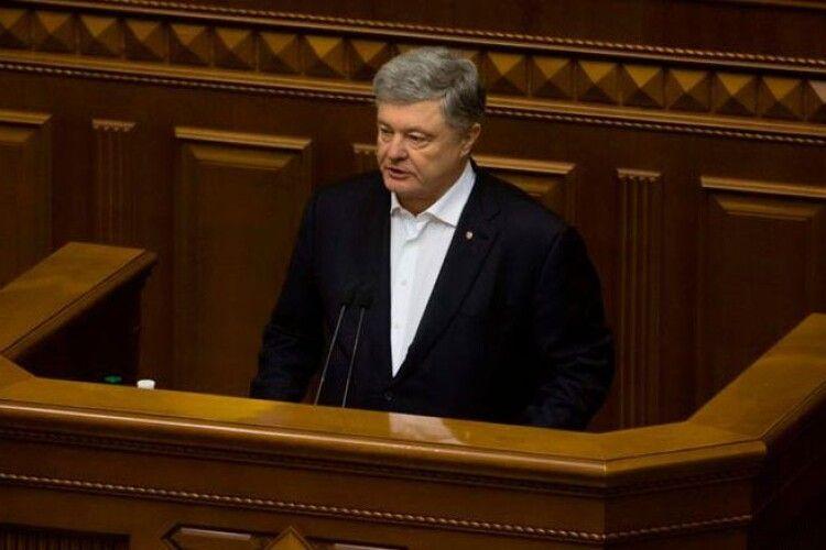 Влада не цінує, не поважає і не захищає лікарів – Петро Порошенко закликав страхувати медиків