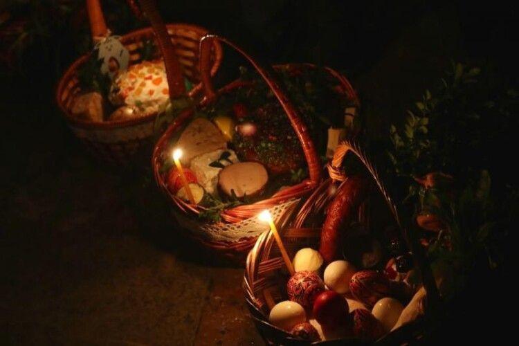 «Навітьсвічки не гасли!»: як святили паски в одному з найвидатніших храмів Горохівщини (Фото, відео)