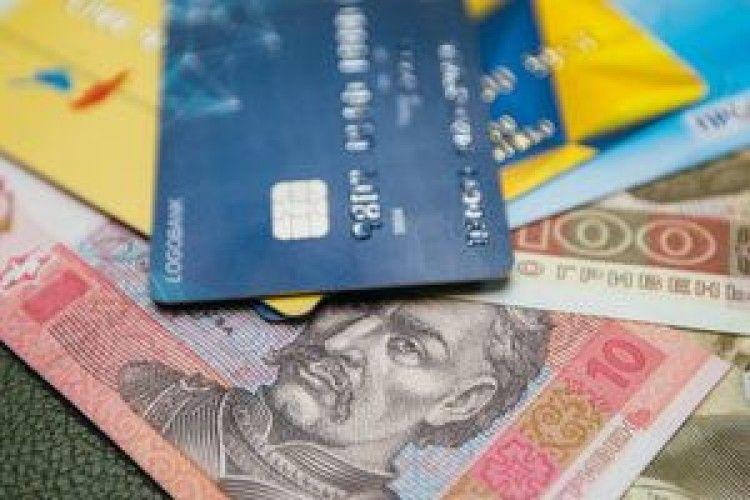 Горохівщина: товариш по чарці пішов спати, але в «колег» залишилась його банківська карта…