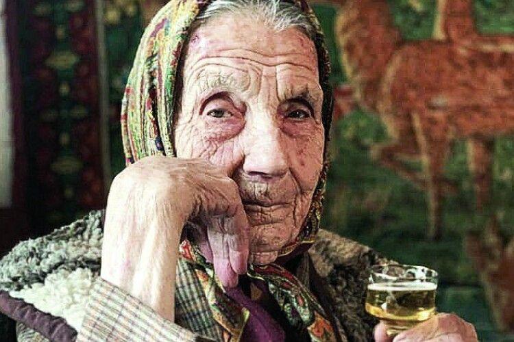 Волинянка Марія Федорчук усвої 102сама щеїсти зварить іпіч побілить