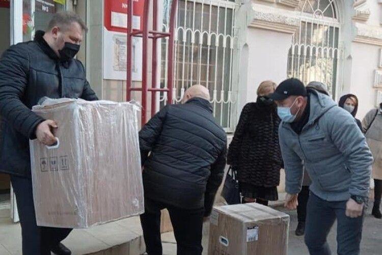 Медичні заклади Вінниччини отримали кисневі концентратори від Порошенка