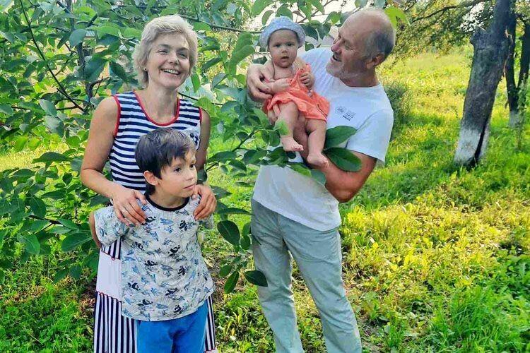 64-річний народний артист з Волині Петро Панчук: «Тепер романси співаю новонародженій донечці Єлизаветі»
