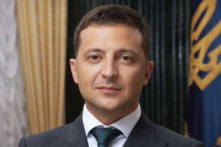 Зеленський каже, що заборонив пропаганду, профінансовану країною-агресором