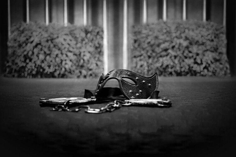 Померли під час сексу: підполковника з дружиною знайшли побитими в підгузках