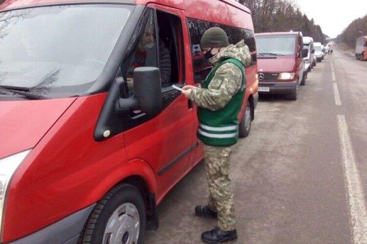 Після різдвяних свят українці почали масово їхати за кордон
