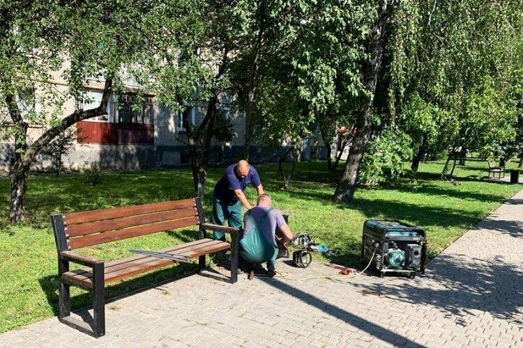 У місті на Волині встановлюють лавки за 40 тисяч гривень