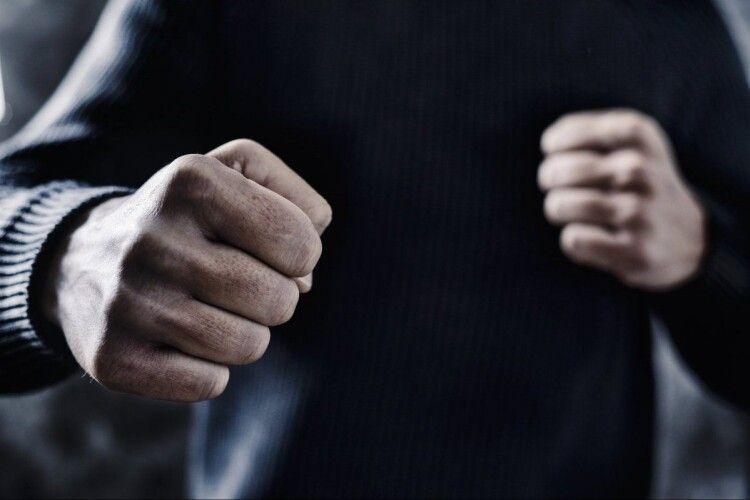 У Здовбиці 63-річний чоловік віддухопелив 54-річну сусідку