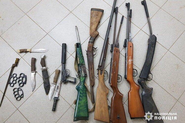 Рушниці, травмати та боєприпаси: поліцейські знищили вилучену у волинян зброю (Фото)