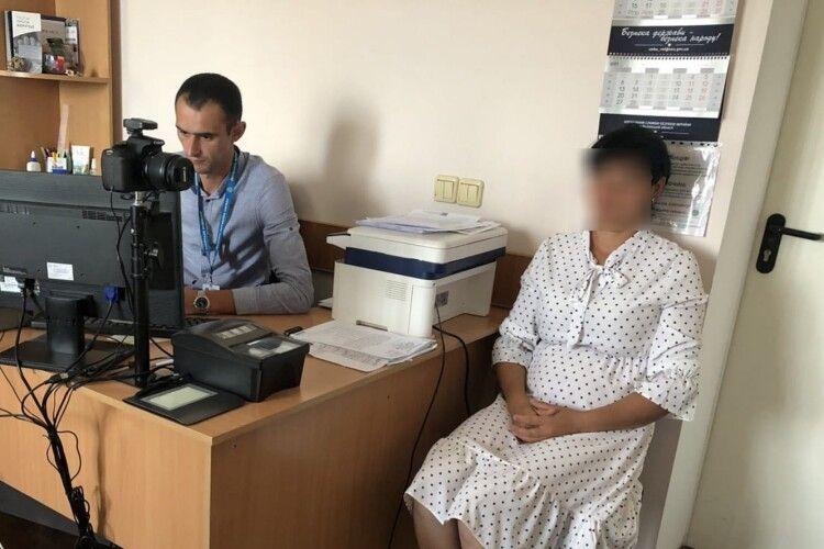 У Луцьку затримали неврегульовану мігрантку з Узбекистану (Фото)