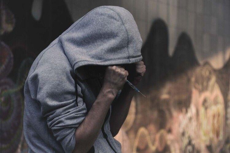 Начальника психологічної служби колонії на Рівненщині судитимуть, бо передавав наркотики підопічному