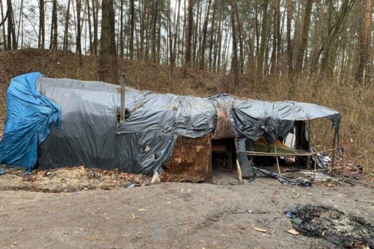 На Рівненщині табір ромів залишив купи сміття та намети (Фото)