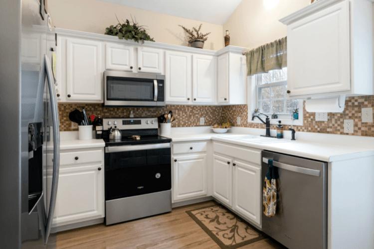 Найкращі ідеї для облаштування маленької кухні