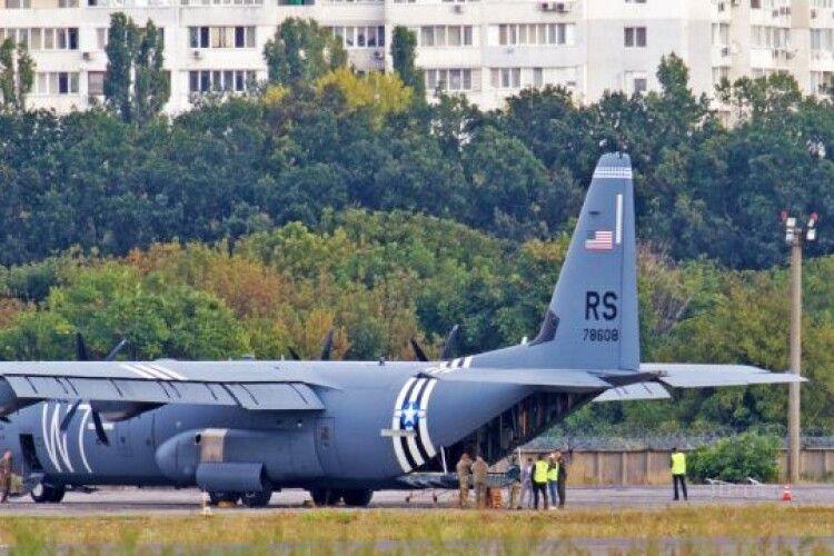 В Одесі екстрено сів військовий літак США