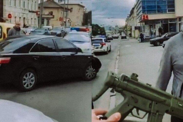 Поліцейський сплутав іграшковий і бойовий автомати