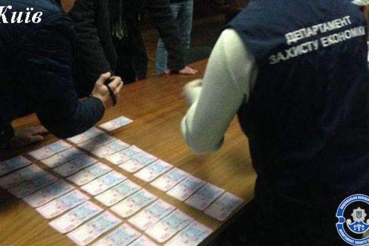 17 січня затримали 5-х осіб із хабарами майже у 350 тисяч гривень