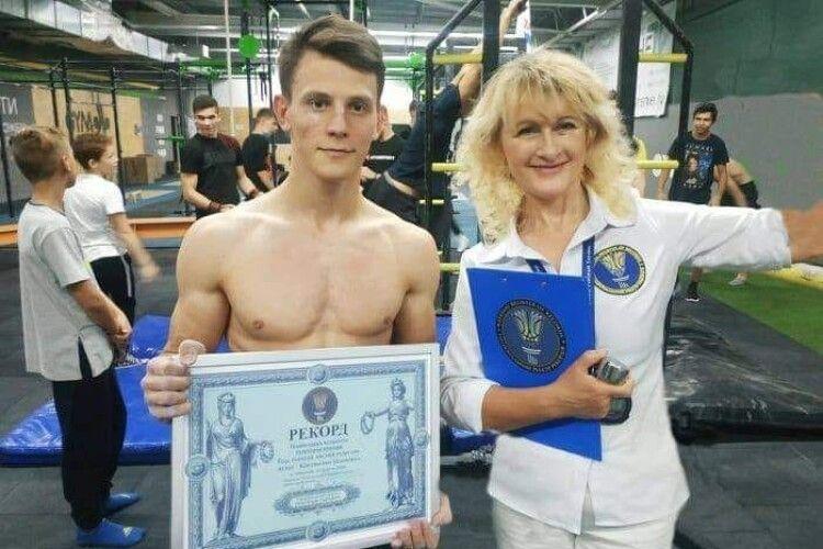 Українець відтиснувся на брусах у горизонтальному положенні 21 раз