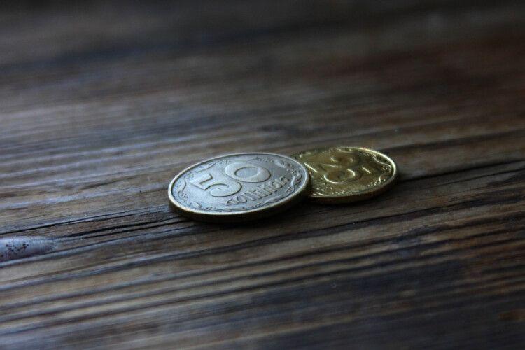 Українцям зобов'язані оплачувати самоізоляцію: у фонді соцстраху розповіли, де вимагати виплат